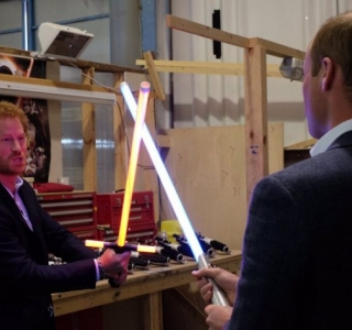 Príncipes William e Harry visitam estúdio de gravação de Star Wars: Episódio VIII
