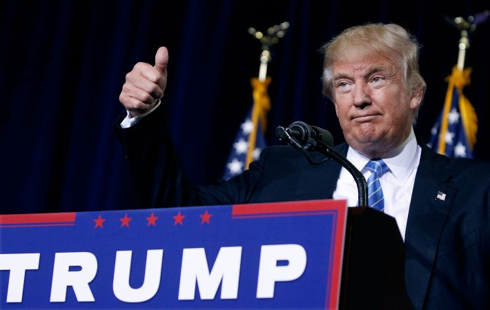 PHOENIX, AZ - AUGUST 31: Republican presidential nominee Donald Trump gives a thumbs up to the crowd during a campaign rally on August 31, 2016 in Phoenix, Arizona. Trump detailed a multi-point immigration policy during his speech. Ralph Freso/Getty Images/AFP == FOR NEWSPAPERS, INTERNET, TELCOS & TELEVISION USE ONLY ==