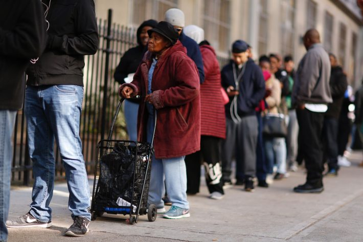 People wait in line outside a school to vote in the presidential election November 8, 2016 in the Harlem Borough in New York City. / AFP PHOTO / KENA BETANCUR