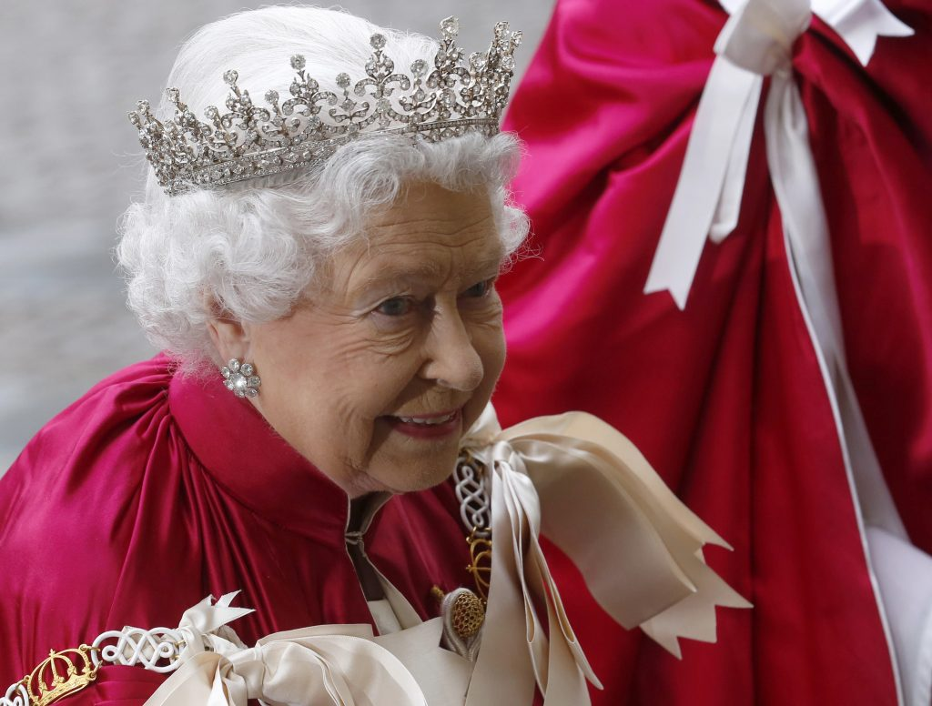 Britain's Queen Elizabeth arrives for a Service of the Order of the Bath at Westminster Abbey in London May 9 , 2014. The service is held every four years and attended by the Prince of Wales, while the Queen also attends every second service. The Queen last attended in 2006. REUTERS/Luke MacGregor (BRITAIN - Tags: RELIGION ROYALS ENTERTAINMENT SOCIETY)