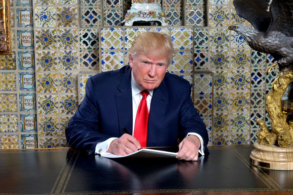 WASHINGTON 18-01-2017 INTERNACIONLL TRUMP Writing my inaugural address at the Winter White House, Mar-a-Lago, three weeks ago. Looking forward to Friday FOTO TWITTER/DONALD TRUMP