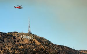 HOLLYWOOD, CA - JULY 19: A helicopter flies to fight a wildfire burning in the Hollywood hills on July 19, 2016 in Los Angeles, California.   Kevin Winter/Getty Images/AFP == FOR NEWSPAPERS, INTERNET, TELCOS & TELEVISION USE ONLY ==