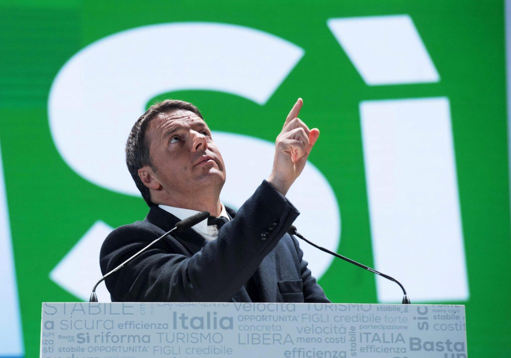 . Florence (Italy), 02/12/2016.- A handout image released by the Palazzo Chigi press office shows Italian Prime Minister Matteo Renzi (C) delivering his speech during the campaign for to vote 'Yes' in the 04 December Costitutional Referendum, in Florence, Italy, 02 December 2016. The crucial referendum is considered by the government to end gridlock and make passing legislation cheaper by, among other things, turning the Senate into a leaner body made up of regional representatives with fewer lawmaking powers. It would also do away with the equal powers between the Upper and Lower Houses of parliament - an unusual system that has been blamed for decades of political gridlock. (Florencia, Italia) EFE/EPA/TIBERIO BARCHIELLI / HANDOUT HANDOUT EDITORIAL USE ONLY/NO SALES