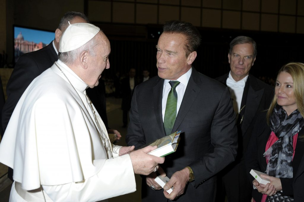 Pope Francis meets actor Arnold Schwarzenegger during Wednesday general audience in Paul VI Hall at the Vatican January 25, 2017. Osservatore Romano/Handout via REUTERS?ATTENTION EDITORS - THIS PICTURE WAS PROVIDED BY A THIRD PARTY. EDITORIAL USE ONLY. NO RESALES. NO ARCHIVE.