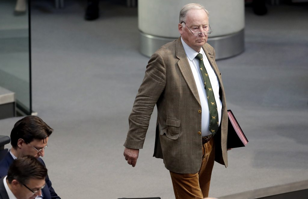 Alexander Gauland, co-fundador do ultradireitista Alternativa para a Alemanha (AfD) foi alvo de pegadinha de ativista político (AP Photo/Michael Sohn)